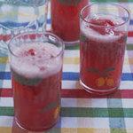 В летнюю жару наш прохладный напиток не только освежает...
